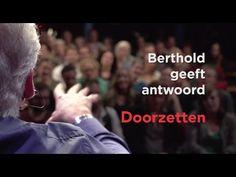 In deze video geeft Berthold Gunster antwoord op de vraag: hoe leer ik leren? De vragensteller volgt een pittige opleiding en heeft moeite met leren. Berthold adviseert haar de strategie van het doorzetten te volgen: als je iets heel graag wilt, zet dan door. Wil je niet doorzetten? Dan wil je het niet genoeg.