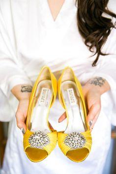 teindre mes souliers de mariage en jaune ?