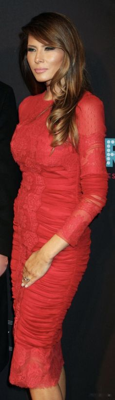 First Lady Melania Trump ❤️ A beautiful First Lady in RED! Milania Trump Style, First Lady Of America, First Lady Melania Trump, Trump Melania, Melania Knauss Trump, Malania Trump, Donald And Melania, Classy Women, Lady In Red