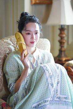 All Korean Drama, Korean Actors, Korean Dramas, Golden Life, Actors & Actresses, Kdrama, Queen, Beautiful, Girls