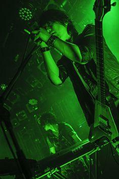 【ライブレポート】ブンブンサテライツ、2013年1月発売新作アルバム『EMBRACE』への大いなる期待を倍増させたプレミアムパーティーに潜入 | BOOM BOOM SATELLITES | BARKS音楽ニュース