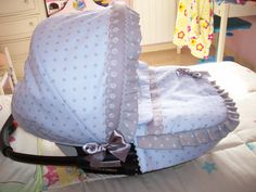 en pique azul y lunares grises Nursery Room, Baby Room, Baby Car Seats, Children, Future, Dogs, Baby Things, Tote Bags, Embellishments