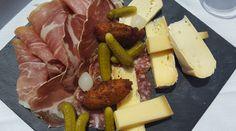 Planche charcuterie et fromage Chamonix, Refuge, Charcuterie, Cheese, Food, Mont Blanc, Essen, Meals, Yemek