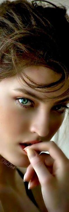Most Beautiful Faces, Stunning Eyes, Beautiful Gorgeous, Beautiful Women, Woman Wine, Cosmetics & Perfume, Girl With Curves, Angel Eyes, Girls Eyes