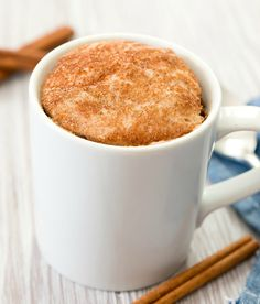 A single serving mug cake that tastes like a snickerdoodle cookie in cake form. This easy cake cooks in the microwave in one minute. Cake Snickerdoodle Mug Cake Easy Mug Cake, Cake Mug, Lemon Mug Cake, Vanilla Mug Cakes, Coffee Cake, Cake In A Cup, Microwave Chocolate Mug Cake, Mug Cake Microwave, Chocolate Mug Cakes