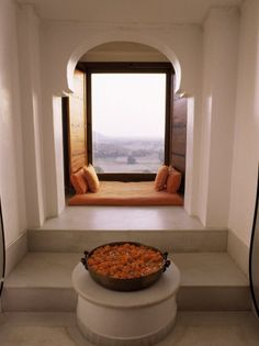 love urlis, love window seats with a book, love orange - all in all, perfect reading nook!