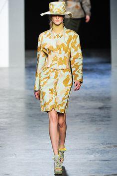 Acne Studios Fall 2012 Ready-to-Wear Fashion Show - Ros Georgiou