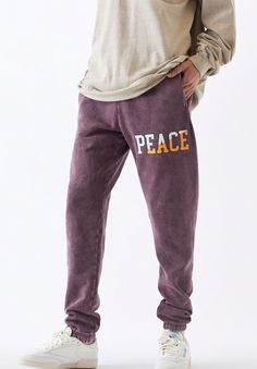 Stay on-trend in a fresh pair of PacSun sweats. The Brown Basic Sweatpants have a front graphic, a comfortable relaxed fit, and a soft fleece fabrication for all-day comfort.