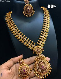 Beautiful long haaram with flower and mango design. Long haaram studded with pink and white color stones. Gold Jewellery Design, Gold Jewelry, Gold Necklace, Latest Gold Jewellery, Fashion Jewelry Necklaces, Necklace Set, Jewelry Sets, Beaded Jewelry, Pendant Necklace