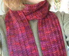 Tørklæde med 1 mønsterpind. Enkelt, smukt tørklæde, som er hurtigt, da det kun har 1 mønsterrække.
