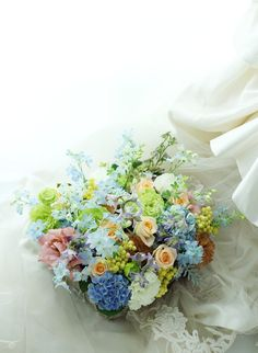 結婚式が終わって数か月後、 お二人からそのお礼にと、ご依頼された花のギフト。    ブーケに使った、水色のデルフィニウムの花は、 マス...