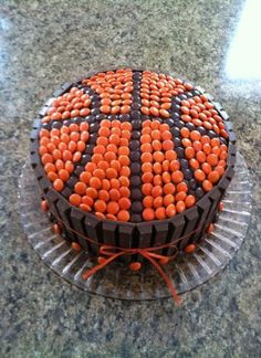Basketball cake w/Reeses pieces and kit kat bars basketball cake nba players Cake Cookies, Cupcake Cakes, Party Cupcakes, Basketball Birthday Parties, Basketball Cupcakes, Nba Basketball, Street Basketball, Lemon And Coconut Cake, Sport Cakes