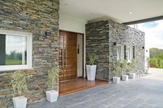 modern home exterior wall design house front decoration ideas 2019 Exterior Wall Tiles, Exterior Wall Design, Modern Exterior, Exterior Paint, Door Design, House Design, Compound Wall Design, Modern Fence Design, Natural Stone Wall