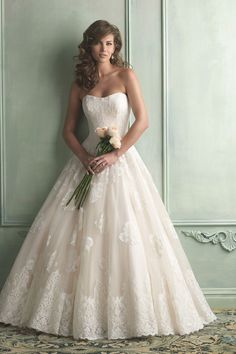 2014 Wedding Dress Strapless A Line Lace Bodice With Long Tulle Skirt Embellished With Applique