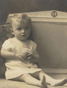 +~+~ Vintage Photograph ~+~+  Sweet pea.
