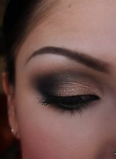 Golden-toned eyeshadows can be defined with dark browns and warm charcoals like this for a great smoky eye effect! #darkeyes #gold #darkbrown #eyeshadowforredheads