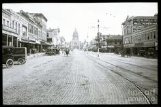 In This Historical 1913 Photo, Horse Drawn Carriages In Downtown Photograph by Herronstock Prints