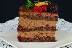 Tort cu mousse de ciocolata si zmeura - CAIETUL CU RETETE Tiramisu, Deserts, Menu, Cakes, Ethnic Recipes, Sweet, Food, Menu Board Design, Candy