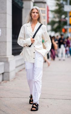 From pyjama sets to double denim, the chicest street style looks from New York Fashion Week Sneakers Street Style, Street Style Blog, Street Style Looks, Street Styles, Southern Girl Style, Sarah Harris, Black And White Sneakers, Minimal Look, Sofia Coppola