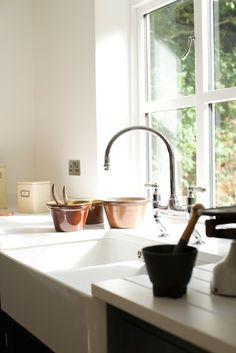 The Staffordshire Shaker Kitchen by deVOL Kitchen Cabinet Colors, Kitchen Cabinetry, Kitchen Colors, Small Kitchen Redo, Gray And White Kitchen, Devol, Kitchen Trends, Kitchen Designs, Shaker Kitchen