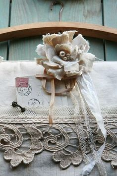 Frayed fabric flower   bouteille240