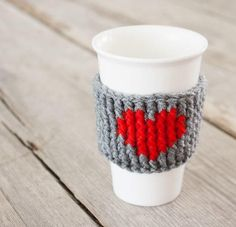 Coffee Love DIY Cup Cozy | Not sure what homemade Christmas gifts to make for the coffee lovers in your life? Then try this!