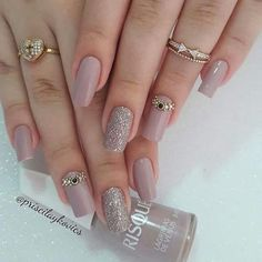 The advantage of the gel is that it allows you to enjoy your French manicure for a long time. There are four different ways to make a French manicure on gel nails. Chic Nail Designs, Elegant Nail Designs, Elegant Nails, Fabulous Nails, Perfect Nails, Gorgeous Nails, Pretty Nails, Hair And Nails, My Nails