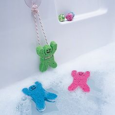 Bathtub fun, bungie jumping sponge men.