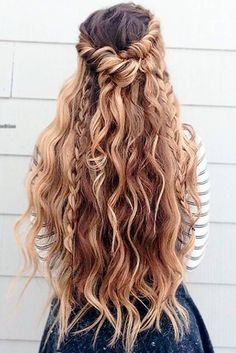 See the best collection of ideas how to tame thick hair and get inspiration.