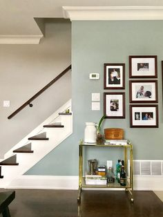Brighten Your Life With These Living Room Color Ideas DIY Room Decor Brighten Your Life With These Living Room Color Ideas DIY Room Decor Teresa T teresacarrascoriveros Colores de casas interiores nbsp hellip Room colors with brown couch Accent Wall Colors, Wall Paint Colors, Bedroom Paint Colors, Paint Colors For Home, House Colors, Gray Paint, Painting Accent Walls, Basement Paint Colours, Entryway Paint Colors