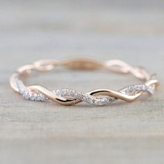 Rose Gold Round Cut Diamond Rope Twined Vine Engagement Pave Stackable Stacking Promise Ring Anniversary 14 k Rose Gold Runde Diamanten Seil gewunden Rebe Verlobung Wedding Rings Simple, Wedding Rings Rose Gold, Wedding Ring Bands, Trendy Wedding, Unique Rings, Simple Rings, Bridal Rings, Female Wedding Bands, Simple Rose