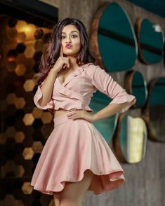 Look Your Best With This Fashion Advice Cute Girl Poses, Cute Girl Pic, Girl Photo Poses, Girl Photography Poses, Sweets Photography, Stylish Girls Photos, Stylish Girl Pic, Beautiful Bollywood Actress, Most Beautiful Indian Actress