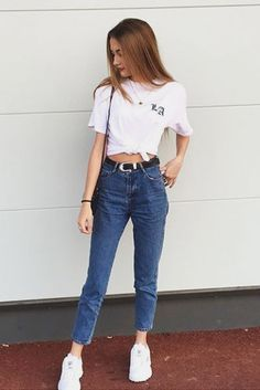 35 Casual Jeans Outfit Ideas for Summer Outfit Jeans, Fila Outfit, Lässigen Jeans, Grunge Style Outfits, Classy Outfits, Casual Outfits, Cute Outfits, Casual Jeans, Urban Fashion Women
