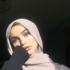 With me natural makeup, but stay beautiful Modest Fashion Hijab, Modern Hijab Fashion, Arab Fashion, Hijab Fashion Inspiration, Hijab Chic, Muslim Fashion, Fashion 2020, Hijabi Girl, Girl Hijab