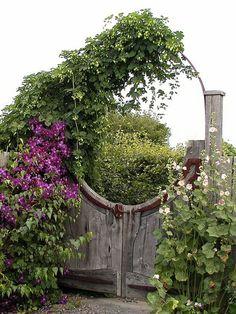 Garten Gestalten Gartentür Design Rustikal Pflanzen
