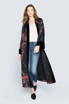 Long Kimono Cardigan, Kimono Outfit, Kimono Jacket, Kimono Fashion, Sandro, Kimono Noir, Kimono Design, Summer Kimono, Floral Kimono