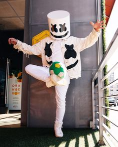 World Cup got me like.who do you guys think is going to win? Beautiful Flowers Wallpapers, Cute Wallpapers, Marshmallow Pictures, Marshmallow Edm, Marshmello Alone, Techno, Cute Black Wallpaper, Marshmello Wallpapers, Cute Pokemon Wallpaper