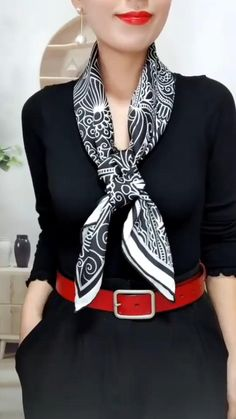 Ways To Tie Scarves, Ways To Wear A Scarf, How To Wear Scarves, Scarf Wearing Styles, Scarf Styles, Triangle Scarf, Diy Fashion Hacks, Fashion Tips, Elegantes Business Outfit