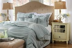 #kirklands #pinitpretty   I would love to have a bed that looked like this!