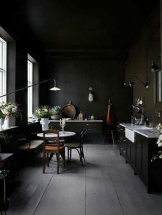 Black kitchen idea