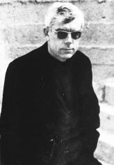 L'any 1951, la mort del seu pare produeix una mena d'inflexió en l'autor: Ferrater s'instal·la a Barcelona on es comença a professionalitzar com a crític d'art.