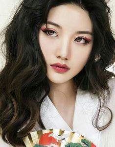Korean Eyeshadow, Red Eyeshadow Look, Red Eyeliner, No Eyeliner Makeup, Colorful Eyeshadow, Korean Eyeliner, Korean Eyebrows, Hair Makeup, Chinese Makeup