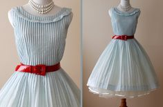 I want this vintage party dress, ahhhh :D