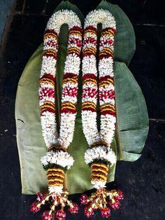 Indian Wedding Flowers, Flower Garland Wedding, Indian Wedding Decorations, Flower Garlands, Wedding Colors, Wedding Garlands, Flower Centerpieces, Flower Decorations, Wedding Centerpieces