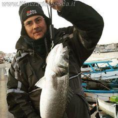 Pesca al porto di Anzio in bolognese con spigola di fine anno pesca fishing