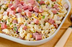 Gluten Free Ham and Macaroni Salad. Add frozen peas, black olives and omit the onion. Macaroni Salad With Ham, Mexican Macaroni Salad, Macaroni Pasta, Yellow Squash Recipes, Lime Vinaigrette, Cold Pasta, Pasta Salad Recipes, Ham And Cheese, Vegan Cheese