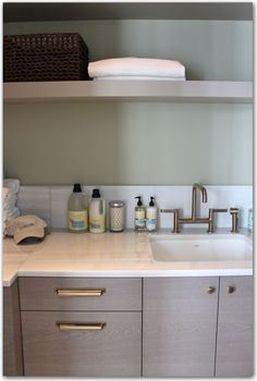 hardware, cabinetry color, countertop and white sink