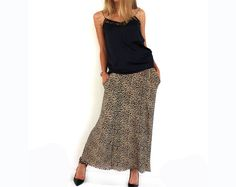 Women Maxi Leopard Animal Print Skirt Stretch Bodycon with pocket SOFT STRETCH JERSEY FABRIC ELASTICATED WAISTBAND The color shown in the picture can be a bit different from the original skirt color - due to the screen differences. 68 cm rubber waist all over (34 cm flat front from side to side) length: 90-91 cm with the rubber The rubber width is: 5 cm SIZE: ONE SIZE - WILL FIT WELL - SIZES S , M COLOR: BROWNS LEOPARD PRINT MATERIAL: 65% POLYESTER 35% COTTON