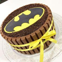 Veja lindas fotos de bolos do Batman decorados com pasta americana, chantilly, EVA, biscuit, simples, quadrado e muito mais.