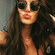 Bellísima Carlotta Scarlini in RayBan Clubmaster 4sun.es/... @carlottascarlini @ray_ban #RayBan #clubmasters #sunglasses #oculosdesol #lunettesdesoleil #occhialidasole #gafasdesol #sunnies #shades